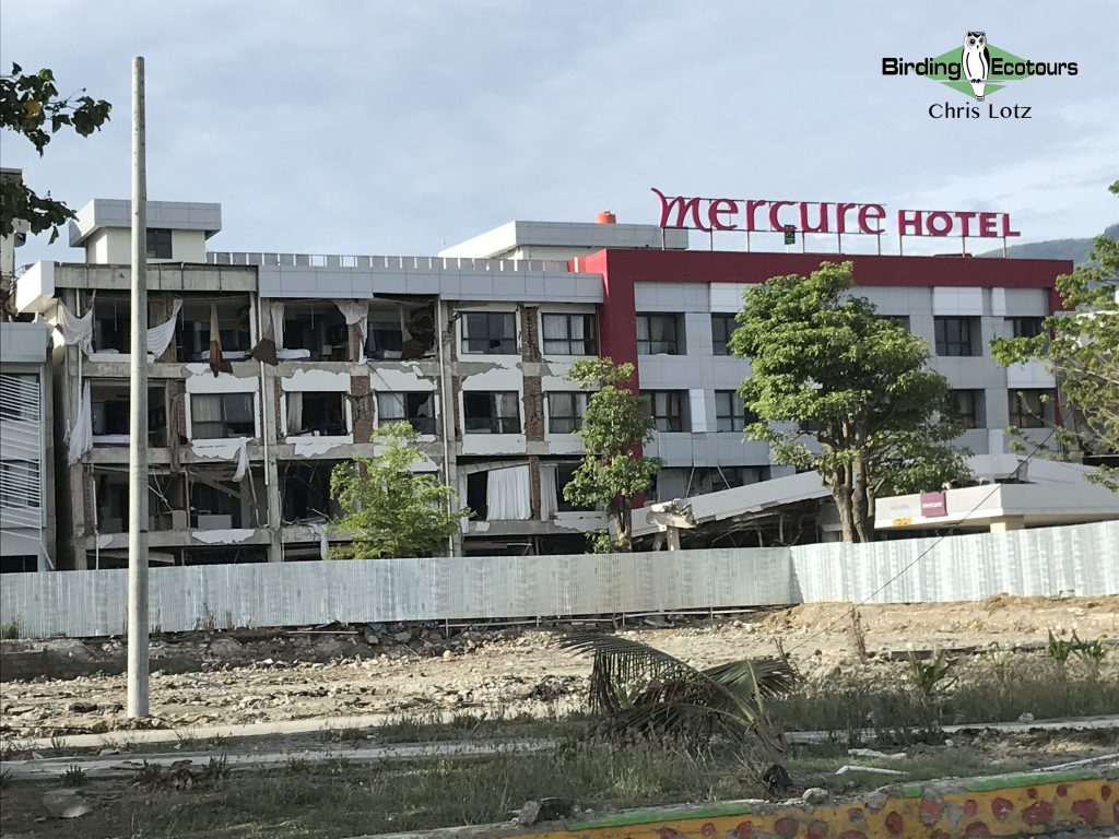 Image of Mercure Hotel, Palu, Indonesia after earthquake